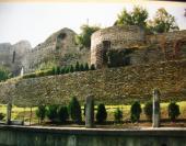 Torzo hradeb přes Bečvu na zámek