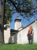 085 Být tak zámeckou paní, v pozadí věž dřevohostického zámku