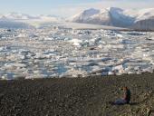 0022 Rozjímání u ledovcového jezera, Jökulsárlón, Island