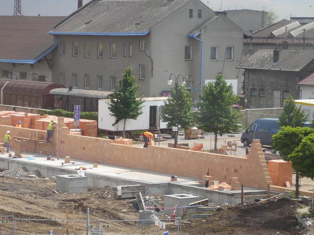 červen stavba výpravní budova, obrázek se otevře v novém okně