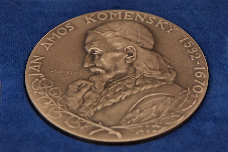 Cena města Přerova – medaile J  A  Komenského, obrázek se otevře v novém okně