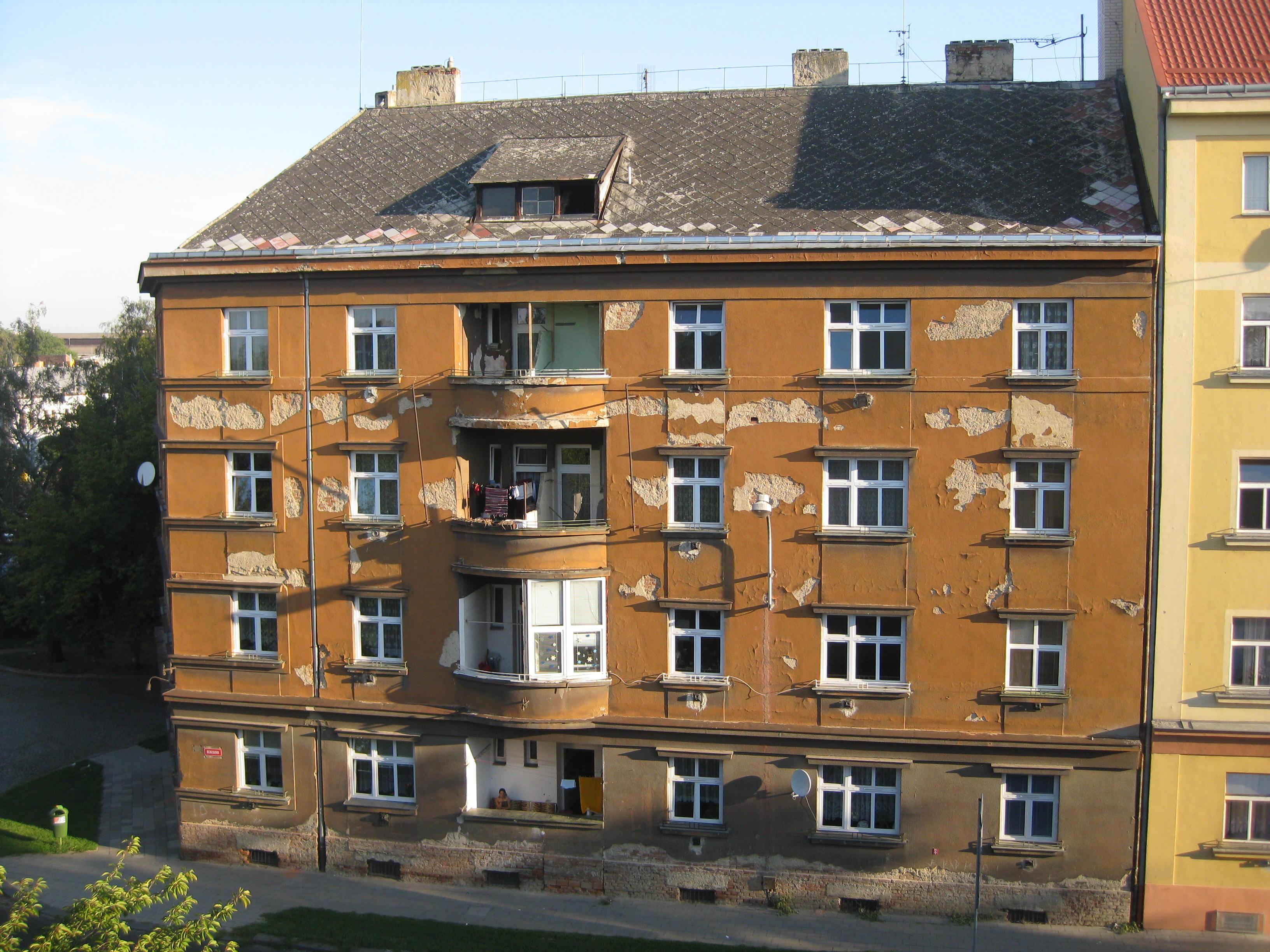 Bytový dům, nám. Fr. Rasche 7 (před), obrázek se otevře v novém okně