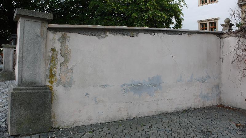 ohradní zeď původní stav, obrázek se otevře v novém okně