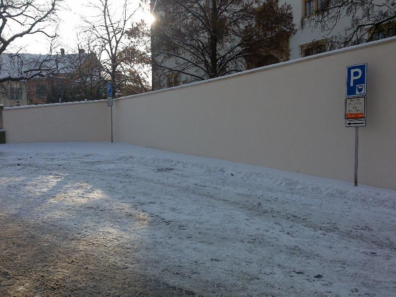 ohradní zeď - po rekonstrukci, obrázek se otevře v novém okně