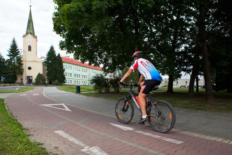 Cyklostezka (Komenského ul.), obrázek se otevře v novém okně