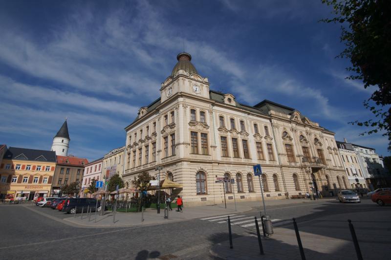 Městský dům (zámecká věž v pozadí) foto Gabriela Veselá