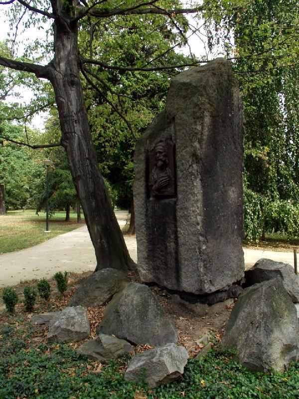 Památník Mistra Jana Husa Michalov, obrázek se otevře v novém okně
