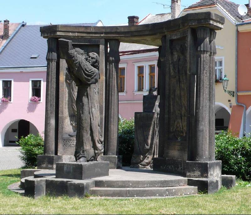 Pomník Jana Blahoslava Horní náměstí, obrázek se otevře v novém okně