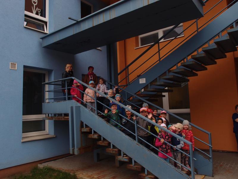 MŠ Na Odpoledni 16 - schodiště, obrázek se otevře v novém okně