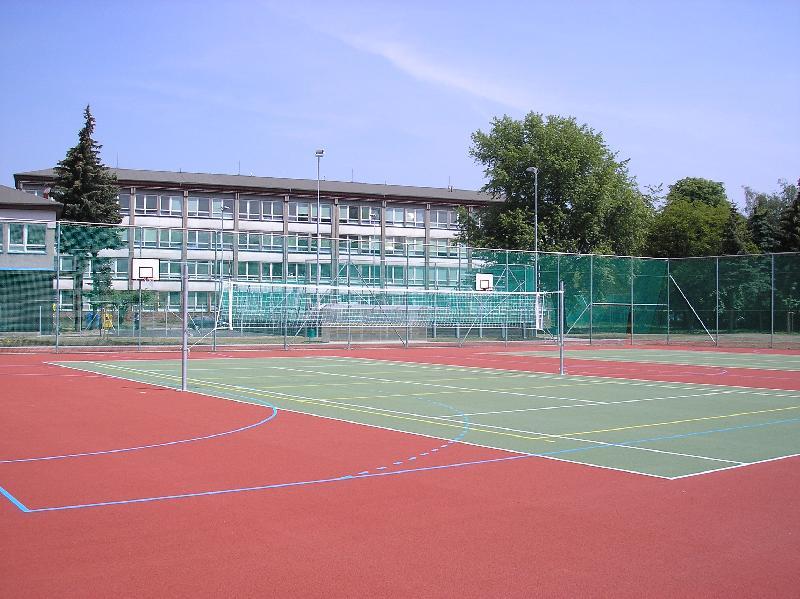 Moderní sportovní areál při ZŠ Svisle, obrázek se otevře v novém okně