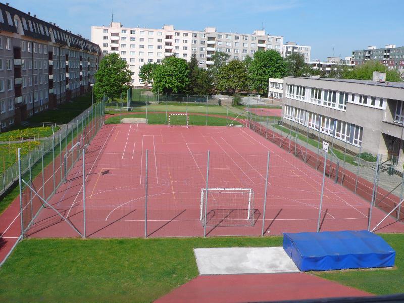 Sportoviště při ZŠ Trávník, obrázek se otevře v novém okně