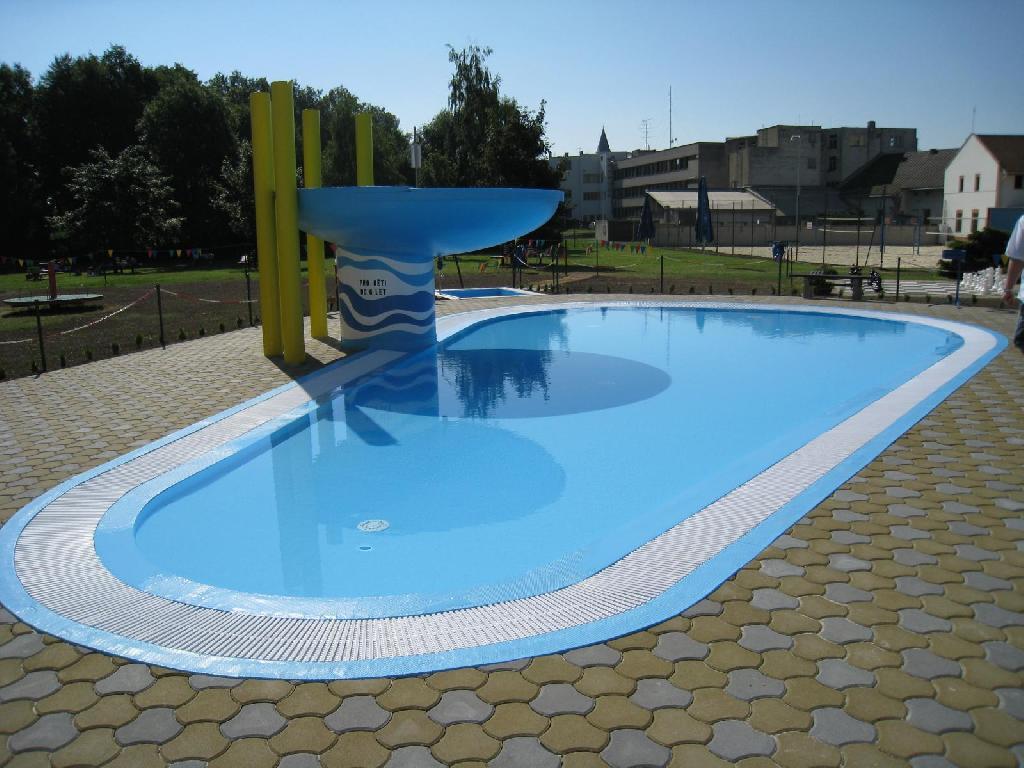 venkovní dětský bazén, obrázek se otevře v novém okně