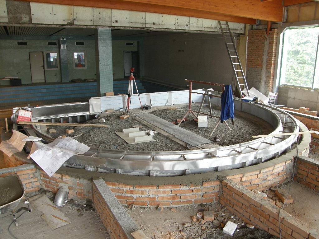 rozšíření dětského vnitřního bazénu, obrázek se otevře v novém okně