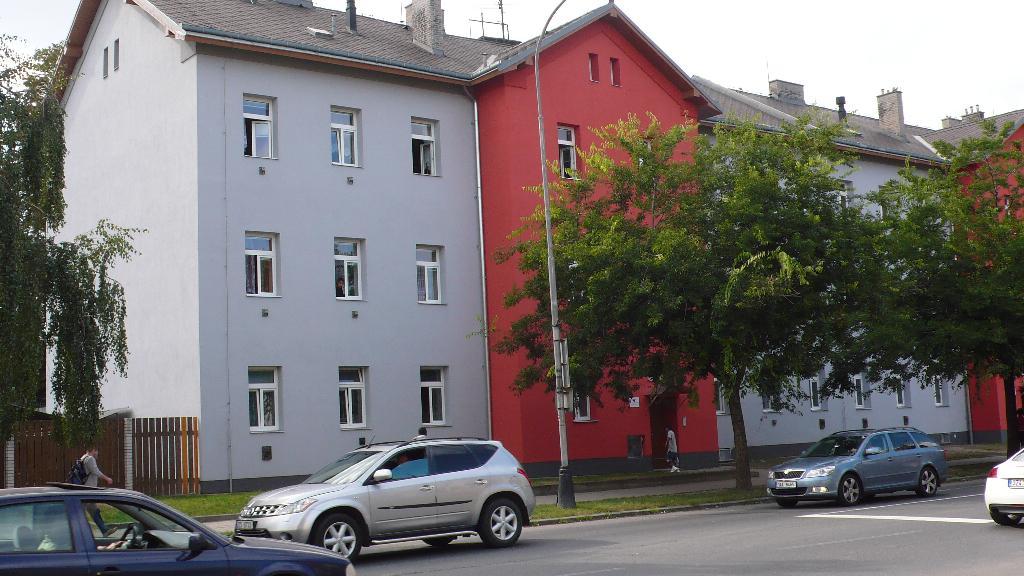 Husova ulice, obrázek se otevře v novém okně