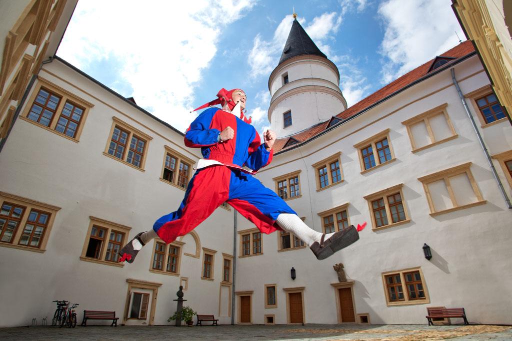 Slavnosti na zámku , obrázek se otevře v novém okně