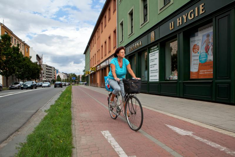 Cyklostezka na ulici Komenského