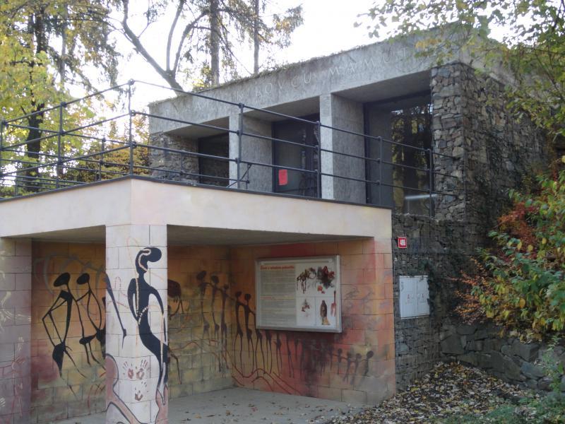 Památník, obrázek se otevře v novém okně