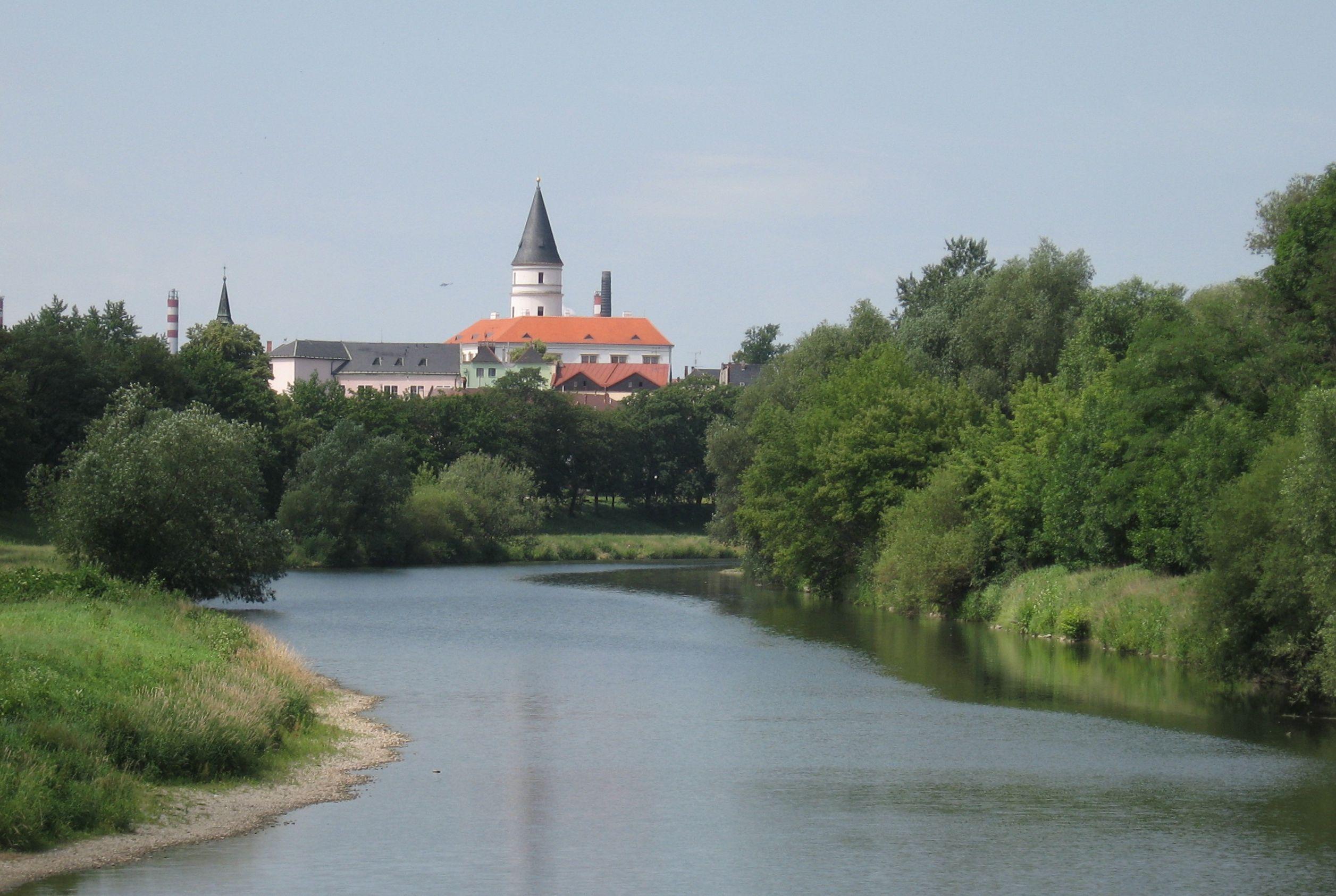 158 Řeka a zámek (Přerov), obrázek se otevře v novém okně