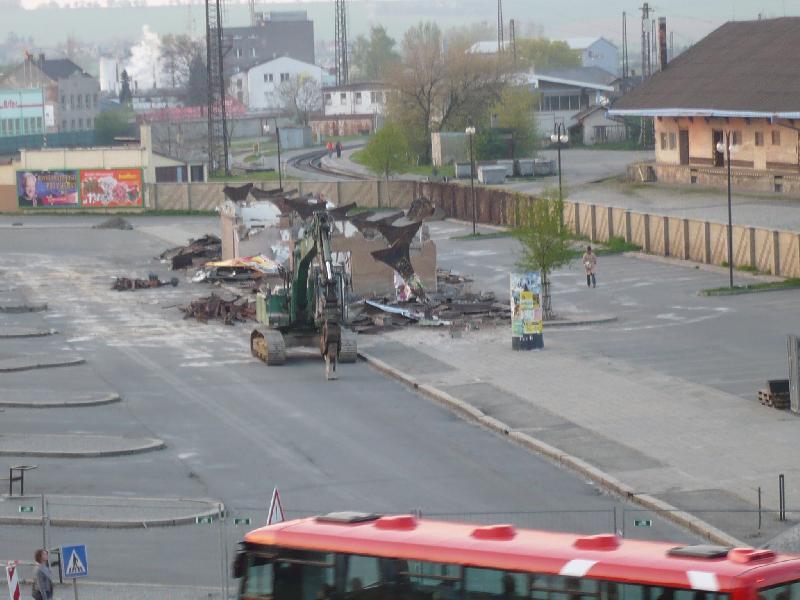demolice budovy, obrázek se otevře v novém okně